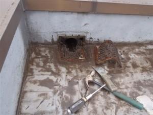 品川区 集合住宅 ウレタン防水 鋳物ドレン撤去写真
