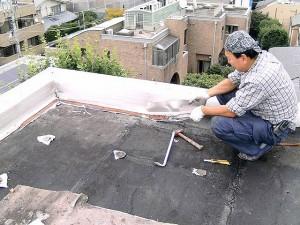 世田谷区集合住宅屋上防水工事 既存防水層の撤去02写真