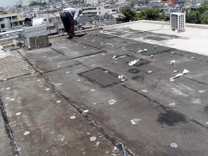 世田谷区集合住宅屋上防水工事 既存塩ビシートの撤去完了写真