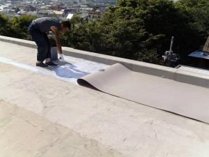 世田谷区集合住宅屋上防水工事 FRP防水通気緩衝シート01写真