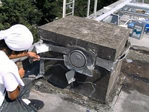 世田谷区集合住宅屋上防水工事 鳩小屋 塩ビシート撤去02写真
