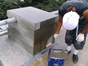 世田谷区集合住宅屋上防水工事 鳩小屋 FRP防水施工中写真