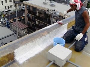 世田谷区集合住宅屋上防水工事  FRP防水 立上り施工中02写真