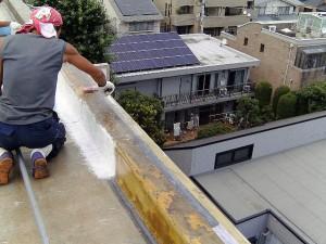 世田谷区集合住宅屋上防水工事  FRP防水 立上り施工中03写真