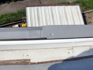 パラペット上端積層鋼板取付写真