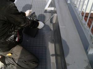 目黒区大岡山屋上防水立上りウレタン防水施工中1写真