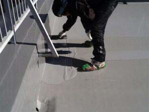 目黒区大岡山屋上防水平場ウレタン防水施工中3写真