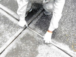 渋谷区オフィスビル防水工事 バックアップ材充填写真