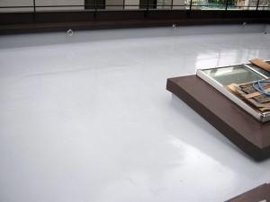 渋谷区オフィスビル防水工事  ウレタン防水2層目塗布完了写真