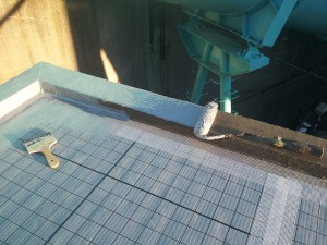 川崎市高津区 工場 屋上防水 立上りウレタン防水施工中写真