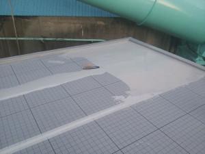 川崎市高津区 工場 屋上防水 平場ウレタン防水1層目施工中1写真