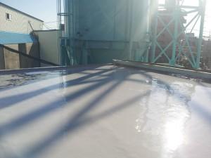川崎市高津区 工場 屋上防水 平場ウレタン防水1層目完了写真