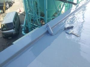 川崎市高津区 工場 屋上防水 立上りウレタン防水2層目施工中写真
