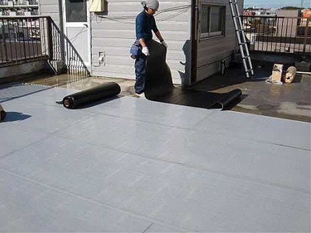 横浜市港北区屋上防水 通気緩衝シート張り写真