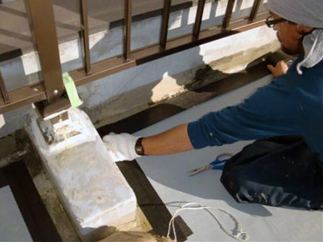 横浜市港北区屋上防水 通気緩衝端末テープ処理写真