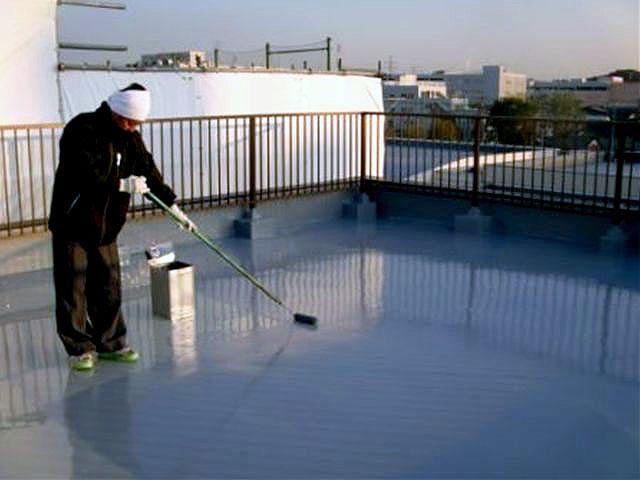 横浜市港北区屋上防水 平場ウレタン2層目硬化後トップコート塗装写真