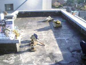 目黒区分譲マンション屋上防水 全面断熱材撤去後・清掃2写真