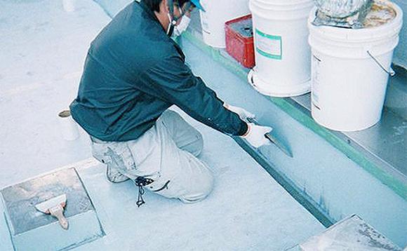 ウレタン塗膜防水 立上りウレタン塗布作業