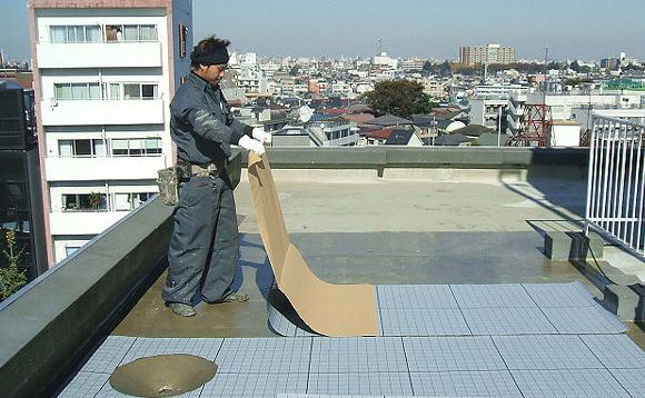 ウレタン塗膜防水通気緩衝シート敷込み作業