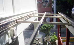 駐輪場屋根塗装:ケレン・清掃